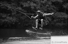 Watersport (KronaPhoto) Tags: sport sommer summer watersport action jump splash bnw bw sh norway people trick mennesker lek play game competition