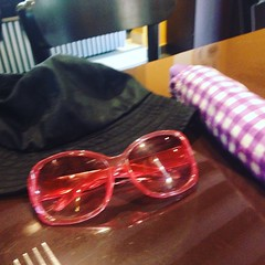 (carocampalans) Tags: lluvia bogot invierno gafas sombrero paraguas barrio lentes usaqun