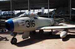 F-86 F Sabre (Mike Serigrapher) Tags: brussels jet bruxelles sabre brussel f86 northamerican koninklijkmuseumvanhetlegerendekrijgsgeschiedenis royalmuseumofthearmedforcesandmilitaryhistory museroyaldelarmeetdhistoiremilitaire