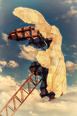 Ich fliege zu den Wolken (Fotos4RR) Tags: engel angel fliegen fly kunst art ausstellung hhenrausch hhenrausch2016 linz obersterreich upperaustria sterreich austria nike siegesgttin