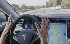 Le auto a guida autonoma han fatto il primo incidente mortale (automobileitalia) Tags: auto tesla incidente