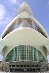 Valencia - City of Arts and Sciences 48 (Romeodesign) Tags: santiago sky valencia architecture modern spain opera empty rear front symmetry calatrava ciudaddelasartesylasciencias flixcandela cityofartsandsciences 550d elpalaudelesartsreinasofa