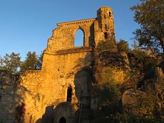 14th century castle ruins on Mount Oybin (Zittauer Gebirge, Saxony) (echumachenco) Tags: autumn germany deutschland sandstone saxony herbst medieval sachsen sandstein burgruine zittau mittelalter castleruins zittauergebirge oybin bergoybin