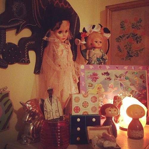 Every corner of this house is a work of art @sparkltree456 #art #bohemian #home #friends #dolls