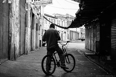 9161 (Gian Franco Costa Albertini) Tags: street bw white man black blanco bike bicycle calle negro bicicleta bn bici hombre