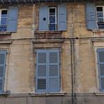 Fenêtres et volets, rue Gérard Philippe, Avignon, Vaucluse, Provence, France. thumbnail