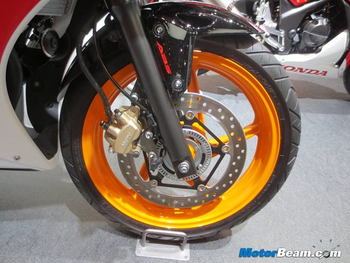 2014-Honda-CBR250R-04