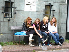 Jeugdig (Merodema's benches & chairs) Tags: girls sexy bench young banco filles jong bankje ragazze mdel