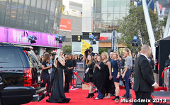 Kesha (Music4mix) Tags: california red cute sexy girl fashion hair carpet photography los nikon long angeles candid singer fashionista arrivals beautifull kesha farandula americanmusicawards 2013 amas music4mix d7000