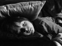 """""""zia, oggi  venerd e posso stare sveglia fino a quando voglio!"""" (a_tratti) Tags: portrait bw alice bn bella zia divano ritratto dorme nipote cuscini tiratardi claudiafilippetto dolcequandodorme"""
