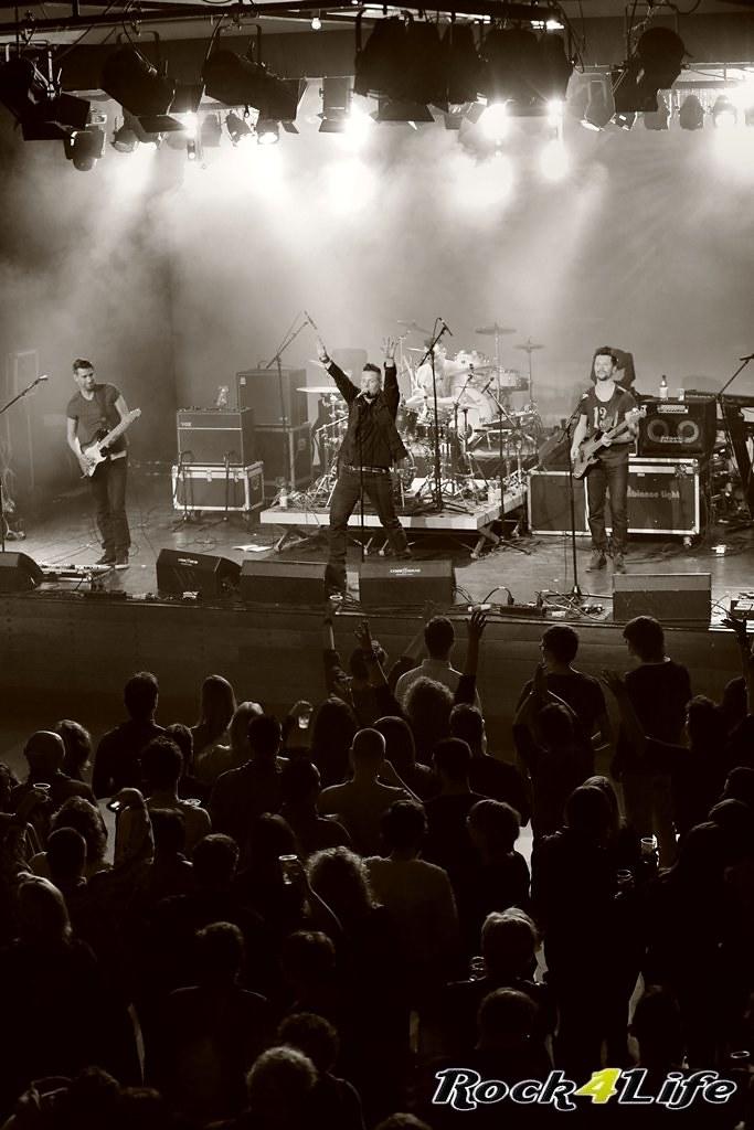 Tribute Rocknight        08-02-2014          U2 & Anouk (7)