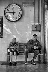 11:45 (jfraile (OFF/ON slowly)) Tags: barcelona blackandwhite bw blancoynegro canon market watch streetphotography bn mercado reloj mercat ninot robado tamron18270mm mygearandme mygearandmepremium eos70d jfraile javierfraile