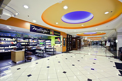 DCRA_Metcalfes_Market_Aisle_4212_Retouched (Dane County Regional Airport) Tags: msn madisonairport madisonairportfood madisonairportrestaurants msnrestaurants