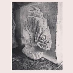 Toutes quenottes dehors (leezen) Tags: sculpture chapelle gargouille stfiacre lefaouët