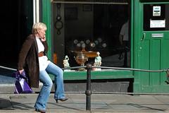 Bath / Somerset (UK): telecommunication (wwwuppertal) Tags: uk greatbritain england handy bath unitedkingdom telephone cellphone somerset nikond70s unesco worldheritagesite mobilephone gb telefon geschäft telecommunication antiquitäten weltkulturerbe antiquesshop unescowelterbe telekommunikation worldculturalheritage vereinigteskönigreich westengland afdzoomnikkor354528105mm grosbritannien afnikkor28105mm13545d afzoom28105mmf3545difmacro römischegründung bathgalleries