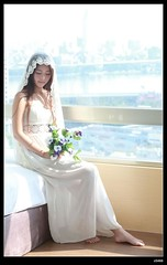 nEO_IMG_DP1U9430 (c0466art) Tags: light portrait white flower smile scarf canon bride pretty skin sweet quality room gorgeous lovely cloth charming pure 1dx c0466art