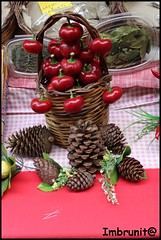 peperoncini (imma.brunetti) Tags: palermo rosso mercato tovaglia peperoncini sicilia spezie vucciria cestino vimini pigne
