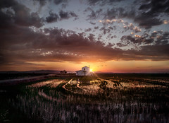 LA CASUCHA (oroyplata.) Tags: sunset sky valencia colors landscape atardecer explorer fine picture nubes concept rafa casita barraca huerta viernes marjal macas casucha apocaliptico oroyplata
