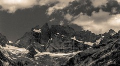 Son Eminence La Meije (Frdric Fossard) Tags: texture nature monochrome noiretblanc grain glacier neige falaise rocher oisans isre lameije crtes facesud promontoire artes doigtdedieu labrarde paroirocheuse brchedelameije massifdescrins grandpicdelameije granddoigt vallondestanons glaciercarr brchezsigmondy