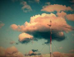 Nubes retro (enrique1959 -) Tags: espaa bilbao nubes antena euskadi vizcaya paisvasco martes nwn martesdenubes