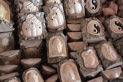 Nouveau souvenir  la mode (GeckoZen) Tags: bali sculpture indonesia woodcarving buche artmarket sukawati