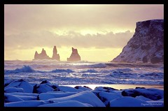 Magic in Vik (almresi1) Tags: schnee sunset sea snow island iceland rocks meer paradise stones klippen brandung