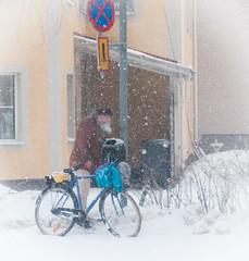 Brinner det i papperskorgen? (tienna) Tags: snow bike skrap fotosondag fs150201