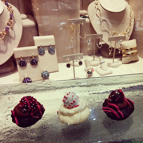 #cupcakes & #jewellery for #ValentinesDay #NiemanMarcus #nomnom