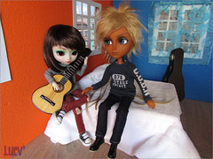 IMG_6291 (mertiuza) Tags: world brown white sol canon hair fur is bed bedroom couple ebay power shot guitar sunny powershot prunela blond wig short mohair blonde pullip 16 braids 27 prunella fatiao obitsu taeyang sunnyworld rewig sx500 ttya clearlan aliexpress sx500is clearlancom
