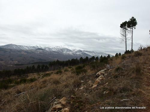 MARCHA-371-los-pueblos-abandonados-valle-de-aravalle-avila-senderismo (7)