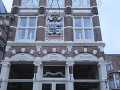 De gekroonde Jaagschuit (Abby flat-coat) Tags: building netherlands coffee architecture hoorn de tea tobacco thee tobac koffie gekroonde elph300hs jaagschuit img9037crop