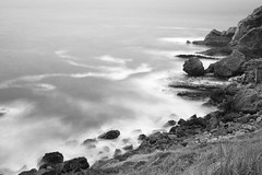 Costa de Santillana del mar (Rafa perena) Tags: mar costa largaexposicion filtrosnd longexposure bw olas blancoynegro cantabria norte seda hitech nikon d7100 landscapes paisaje