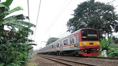wide wide! (Nurachman Hafizh) Tags: electric train nikon rail commuter emu 24mm p330 jr205