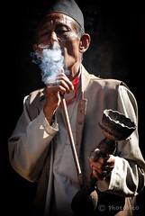 Nepal (raffaello bitossi) Tags: nepal portrait asia gente fumo