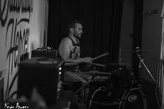 La Gran Chingada (Kevin_Laden) Tags: escenario concierto artista msico msica punkrock rock punk chingada gran castell interior batera baterista gente