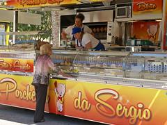 San Benedetto del Tronto, Markt, Porchetta-Stand  (market) (HEN-Magonza) Tags: italien italy italia market markt mercato sanbenedettodeltronto lemarche themarches diemarken