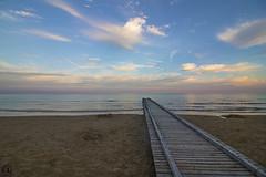 Jesolo (Leonardo Cainelli) Tags: beach mare ombrelloni spiaggia sabbia pontile jesolo allaperto