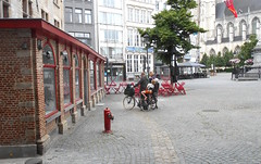 Gimycko Mechelen Schoenmarkt Gezin Fiets (gimycko) Tags: mechelen fiets gezin schoenmarkt gimycko