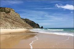 Praia de Luz - Algarve (Vince Arno) Tags: mer luz portugal eau algarve falaise plage