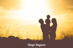 Verano en familia (Diego Rayaces) Tags: luz familia contraluz atardecer paisaje personas verano figuras siluetas