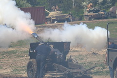 IMG_8996 (Osprey Images, Kingston aka Jean-Guy Pitre) Tags: tanks aquinodays ontarioregimentaltankmuseum ontarioregiment battlereenactments 20 pdr artillery ww2