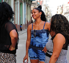 DSA_3291 (Dirk Rosseel) Tags: ladies girls people sexy outdoor havana cuba centro cuban habana