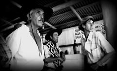 Adentro 'e la pulpera (Eduardo Amorim) Tags: southamerica bar uruguay cerveza bodega cerveja cavalo gauchos boina pampa hest hevonen gaucho  amricadosul campaa hst uruguai gacho  amriquedusud  gachos  sudamrica suramrica amricadelsur  sdamerika pulpera  pilchas  pilchasgauchas rastra cerrolargo americadelsud  americameridionale eduardoamorim pampauruguaya  pasodeldragn plcidorosas campaauruguaya