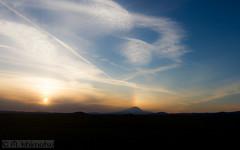 Mt. Rainier (Marisa.Ishimatsu) Tags: sunset mountain washington rainbow rainier sunspot