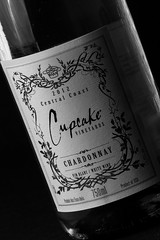 Cupcake Chardonnay (Michael Squier) Tags: blackandwhite canon wine 7d productphotography strobist yongnuo cupcakechardonnay yongnuoyn560iii
