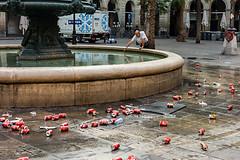 Barcellona-022 (Alessandro Grussu) Tags: barcelona life leica city urban espaa fountain square spain platz brunnen catalonia stadt urbana catalunya piazza fontana barcellona catalua spanien spagna vita citt m9 catalogna espanya katalonien