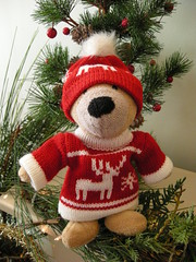 New Christmas Outfit (Sa//y) Tags: bear christmas hat teddy jumper twilby