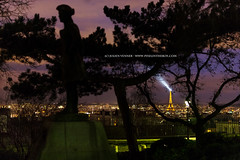 Eiffel lighthouse (Pixelinthebox) Tags: lighthouse paris france statue night cityscape eiffeltower eiffel toureiffel phare pixelinthebox julienvenner