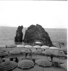 Monterosso al mare (guido.masi) Tags: sea blackandwhite bw seaside holga sand mare liguria bn ilfordhp5plus400 monterosso ombrelloni spiaggia biancoenero scoglio visiva guidomasi httpswwwfacebookcomvisivafirenze