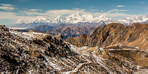 Descente vers le lac de Gosaikund (4400m). Au loin, les Annapurna, Manaslu et Ganesh Himal